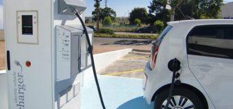 В Україні на всіх автостоянках будуть встановлювати зарядки для електромобілів