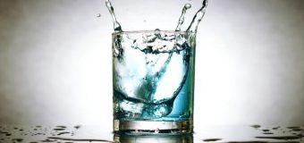 Вчені з'ясували, до чого призводить недостатнє пиття води у літньому віці