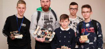 Діти зі всієї України представили свої виноходи на роботофестивалі